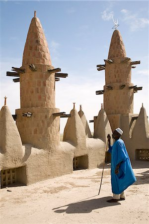 Mali,Niger Inland Delta. Dwarfed by minarets,the imam of Kotaka Mosque calls the faithful to prayers from the roof of the mosque. Stock Photo - Rights-Managed, Code: 862-03364269