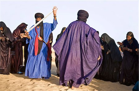 desert people dress photos - Mali,Timbuktu. A group of Tuareg men and women sing and dance near their desert home,north of Timbuktu. Stock Photo - Rights-Managed, Code: 862-03364260