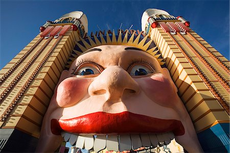 The smiling face entrance to Luna Park at Lavendar Bay on the Sydney north shore. The iconic amusement park has been a Sydney fun fixture since 1935. Stock Photo - Rights-Managed, Code: 862-03436905