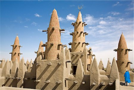 Mali,Niger Inland Delta. Dwarfed by minarets,the imam of Kotaka Mosque calls the faithful to prayers from the roof of the mosque. Stock Photo - Rights-Managed, Code: 862-03437234