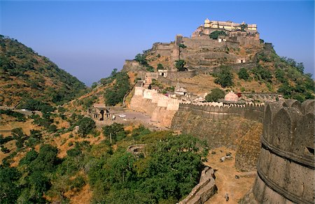 India, Rajasthan, Kumbalgarh. Aravalli Hills & the boundary between the ancient kingdoms, Mewar and Marwar & the highest fort. Stock Photo - Rights-Managed, Code: 862-03731343