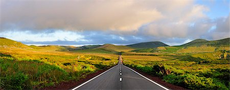 flores - An empty and solitary road . Flores, Azores islands, Portugal Stock Photo - Rights-Managed, Code: 862-03889280