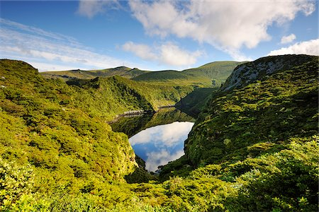 flores - Crater lake, Caldeira Comprida. Flores, Azores islands, Portugal Stock Photo - Rights-Managed, Code: 862-03889282