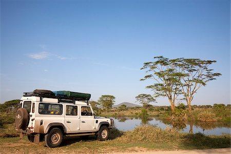 serengeti national park - Tanzania, Serengeti. A Land Rover stops by the Seronera hippo pool. Stock Photo - Rights-Managed, Code: 862-03890061