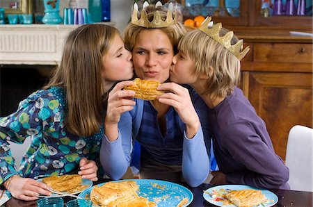 people kissing little boys - Family eating Epiphany Cake Stock Photo - Rights-Managed, Code: 877-06834376