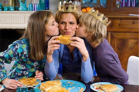 Family eating Epiphany Cake Stock Photo - Rights-Managed, Code: 877-06834376
