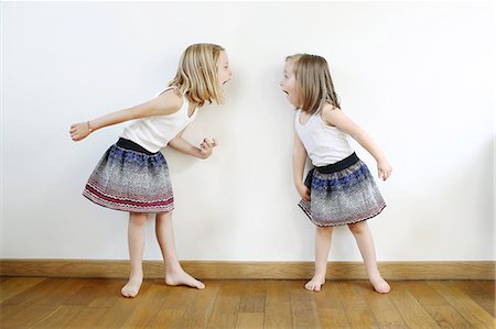 2 sisters, 3 and 5 years old, dressed in the same way squabble Stock Photo - Rights-Managed, Code: 877-08128232