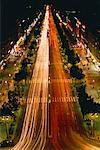 Vue sur les Champs Eylsees de l'Arc de Triomphe Paris, France