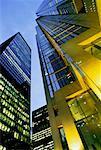 Tours de bureaux à la tombée de la nuit Toronto, Ontario, Canada