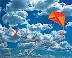Cerf-volant dans le ciel avec nuages