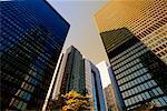 En regardant vers le haut des tours de bureaux de Toronto, Ontario, Canada