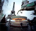 La tour Eiffel et Merry Go autour de Paris, France