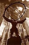 Statue d'Atlas et de la cathédrale New York, New York, États-Unis de Saint-Patrick
