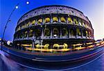 Le Colisée à Rome, l'Italie au crépuscule