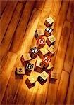 Blocs d'apprentissage sur le plancher en bois
