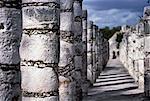 Säulenreihe an der Plaza der tausend Spalten Chichen Itza, Yucatan, Mexiko