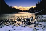 Chaîne de montagnes Fairholme en hiver au coucher du soleil, le Parc National Banff, Alberta, Canada