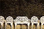 Rangée de chaises orner dans parc Tompkins Square New York, New York, USA
