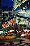 Times Square dans la nuit de New York, New York, USA