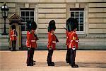 Gardes royaux à Buckingham Palace, Londres, Angleterre