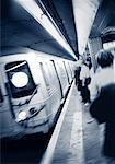Plate-forme et rame de métro