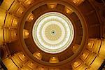En regardant vers le haut dôme dans State Capitol Building, Austin, Texas, USA