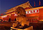 Entrée de la cité interdite à Beijing (Chine) au crépuscule
