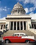 Voiture antique et El Capitolio la Havane, Cuba
