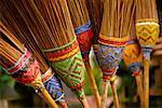 Nahaufnahme der bunten Besen Bhamo, Mandalay, Myanmar