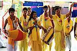Gens à Hare Krishna scandant Festival, Govindapur Andaman Islands, Inde