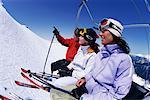 Skieurs sur chaise ascenseur Whistler, Colombie-Britannique Canada