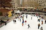 Vue brouillée personnes cpendant, Rockefeller Center, New York, New York, USA