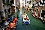 Gondoles sur Canal, Venise, Italie