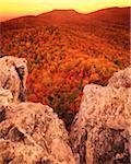 Hanging Rock au crépuscule, Piedmont, parc d'état de Hanging Rock North Carolina, USA