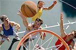 Hommes jouant au Basketball
