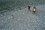 3 Hommes randonnée pédestre de l'île de Vancouver en Colombie-Britannique