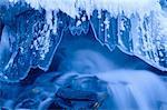 Glaçons et chute d'eau, Canyon Maligne, parc nat. de Jasper, Alberta, Canada