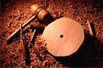 Roue en bois sculpté