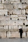 Homme priant le mur des lamentations, Jérusalem, Israël