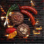 Aliments sur le barbecue