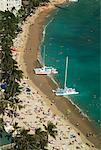 Bateaux sur la plage de Waikiki, Oahu, Hawaii, USA