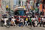 Gens qui croisent Intersection Toronto (Ontario) Canada