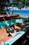 Antilles, Martinique, bateau de pêche sur la plage