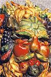 Italie, Venise, sculpture de l'homme faite de fruits et légumes