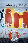 Suède, Stockholm, bouée et graffiti sur le mur