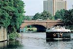 Allemagne, Berlin, une barge sur la rivière Spree