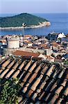 Croatie, Dubrovnik, vue d'ensemble sur la ville fortifiée et l'île