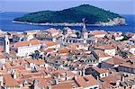 Croatie, Dubrovnik, vue d'ensemble sur les toits de la ville et la mer Adriatique