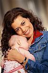 Maman bébé Holding
