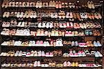 Lignes de chaussures en magasin